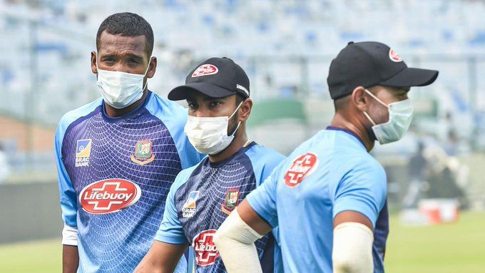 Bangladesh players wear mask during practice